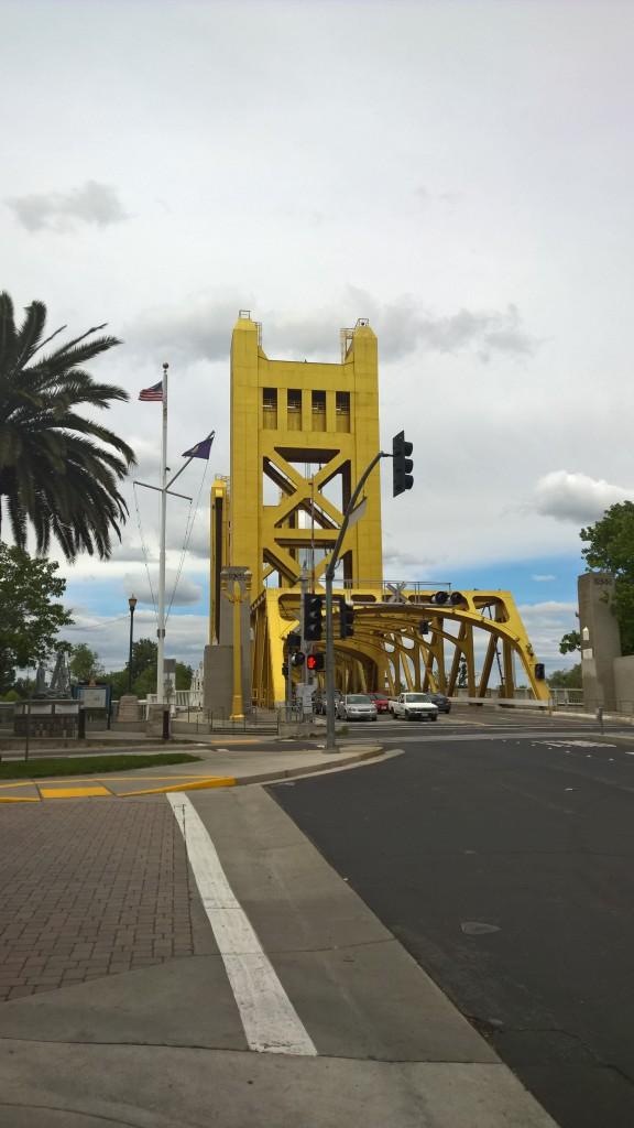 Die goldene Tower Bridge.