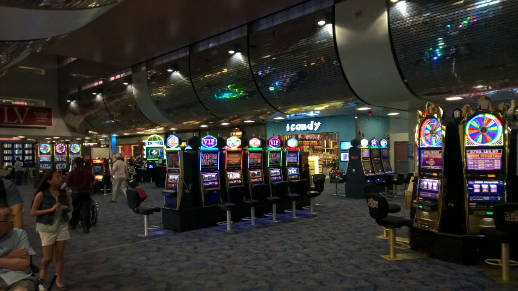 Spielautomaten mitten im Terminal.